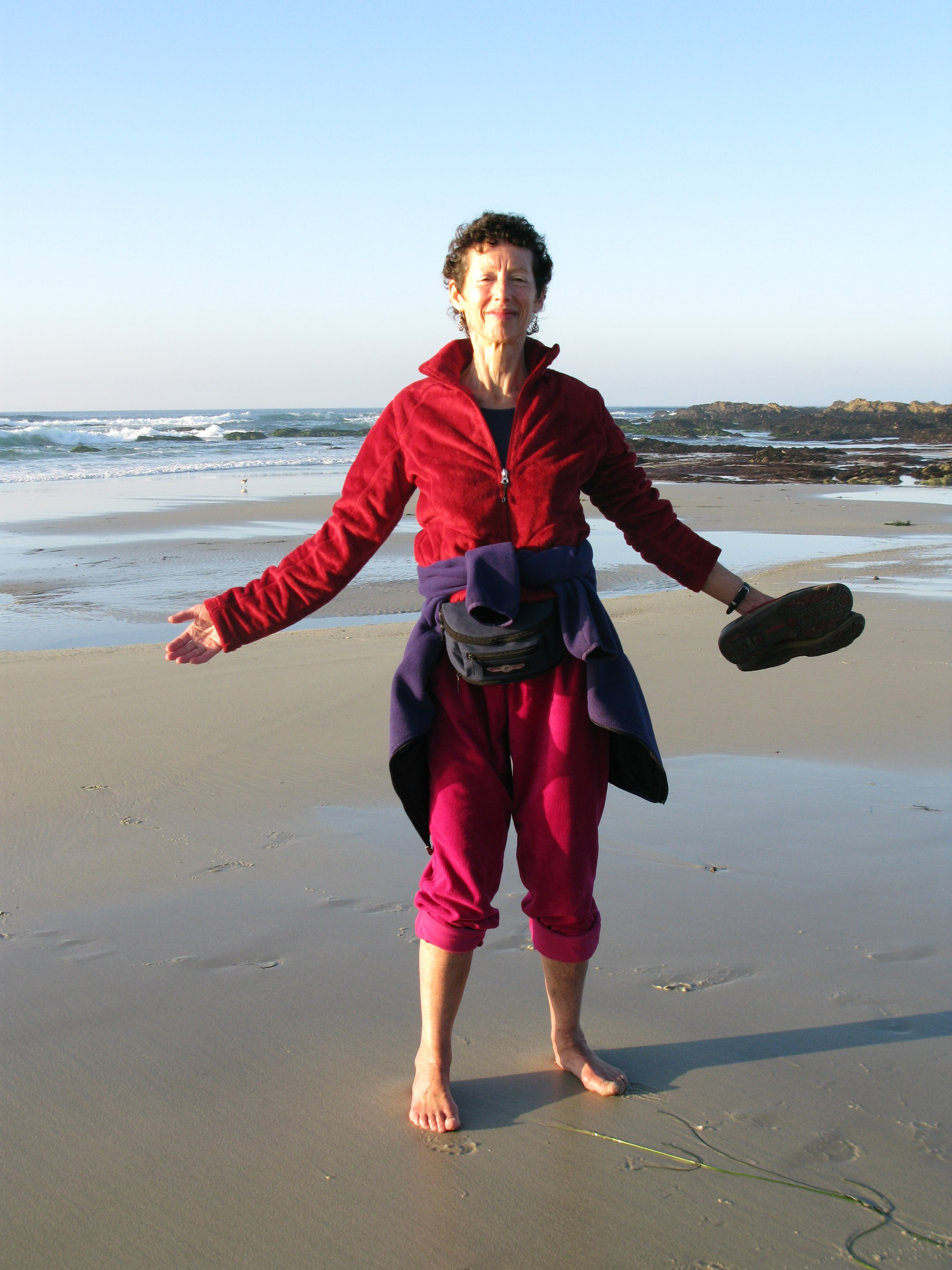 Image : Nancy barefoot on Asilomar beach