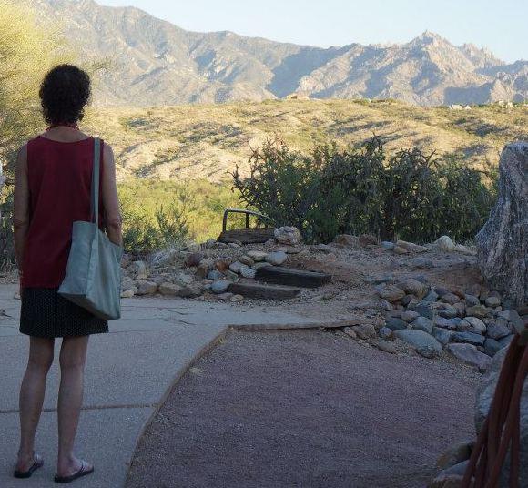 Image : Nancy looking at Miraval mountains